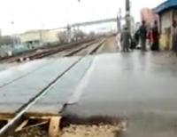 Экспресс Москва-Орел сбил бабушку на переезде в Щербинке (видео)